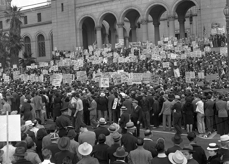 Crowd demonstrators on steps of Los Angeles City Hall during CIO organized anti-war rally in 1940