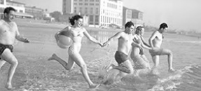 Los Angeles Times photograph of beachgoers