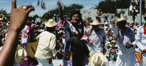 Huautla de Jimenez, performers throwing gifts to spectators, 1985