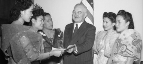 Mayor Fletcher Bowron with five women from various Filipino organizations in Los Angeles, Calif., 1945